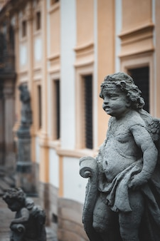 Прага лоретта историческое здание с красивыми скульптурами на улице