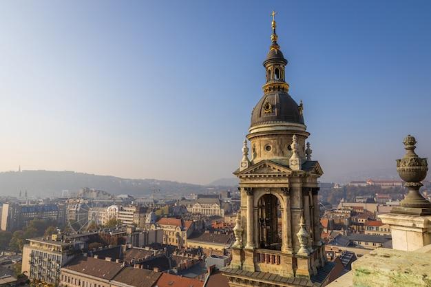 屋上ビュー。ハンガリー、ブダペスト市内中心部の聖シュテファン大聖堂から