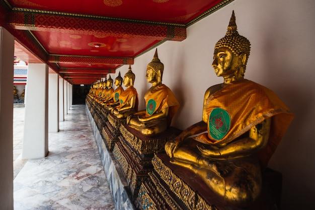 タイ、バンコクのワット寺院の仏像