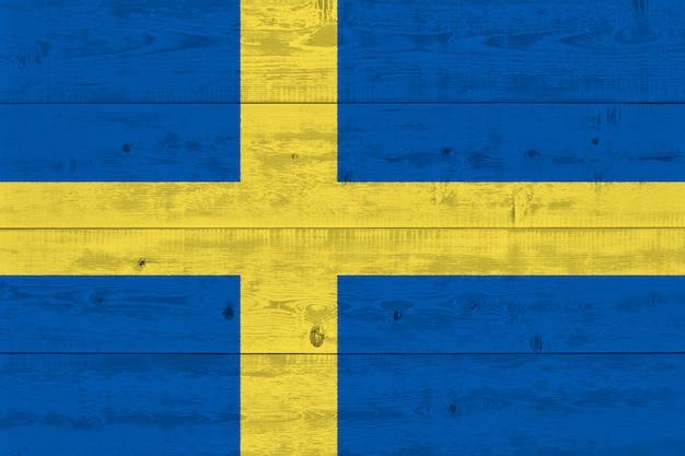 Флаг швеции нарисовал на старой деревянной доске