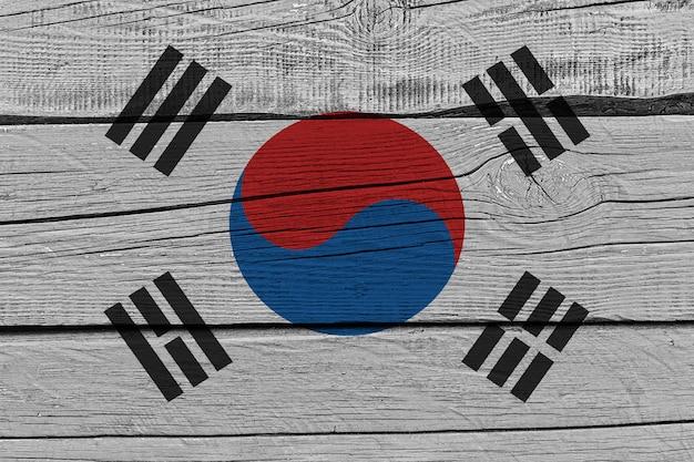 Флаг южной кореи на старой деревянной доске