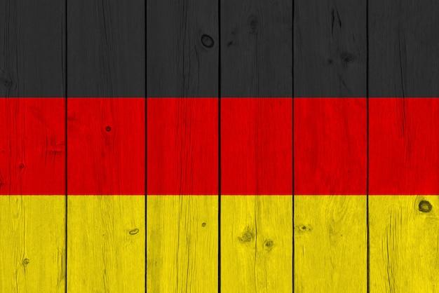 Флаг германии нарисовал на старой деревянной доске