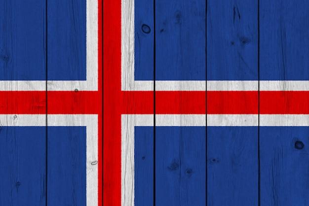 古い木の板に描かれたアイスランドの旗