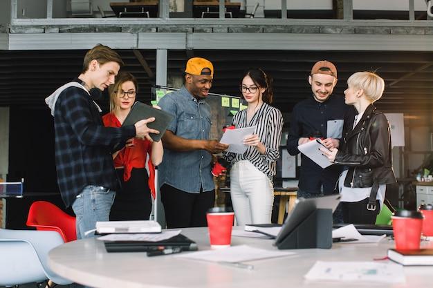 Концепция соединения современного офиса современная работая.