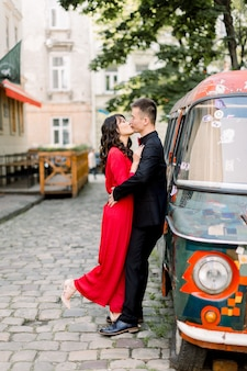 若い美しいスタイリッシュなファッション中国のカップル