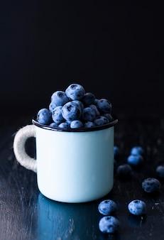Вкусная и полезная закуска: сочная и сладкая черника.