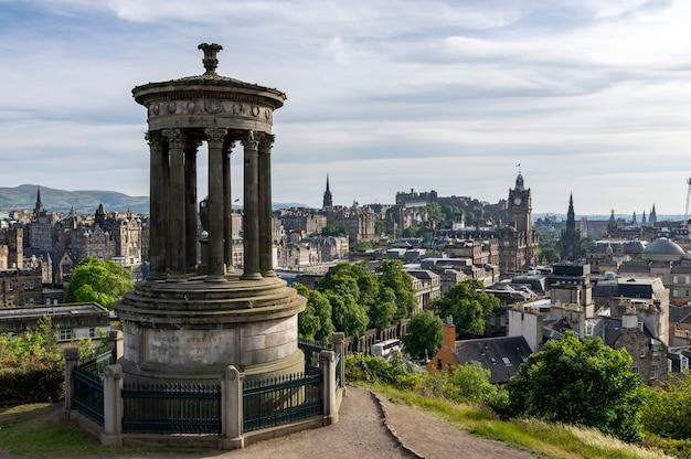 Памятник дугальду стюарту, эдинбург, шотландия