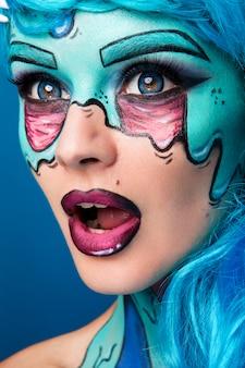 おしゃれなゾンビ少女。ピンナップゾンビ女の肖像画。ボディ塗装プロジェクト。ハロウィンメイク。