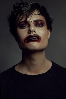 Мода портрет человека. злой эмоция на лице