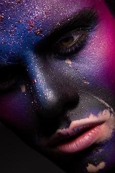 Искусство человека макияж, многоцветная краска. хэллоуин