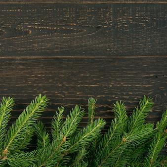 Рождественский фон с еловыми ветками