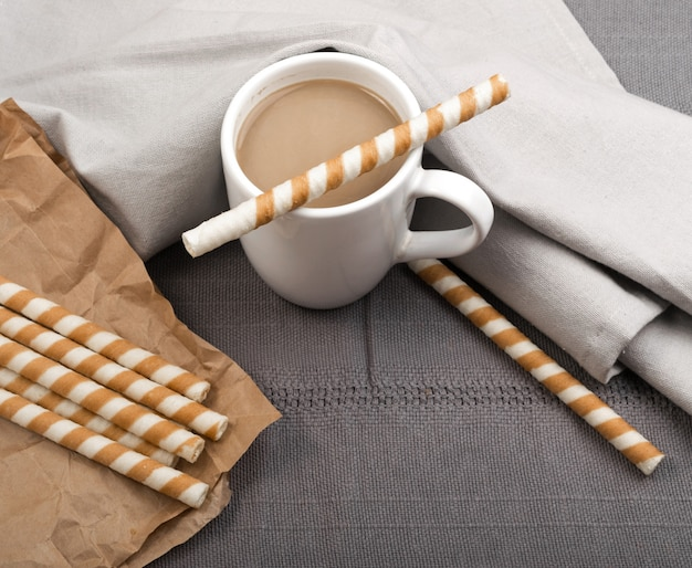 チョコレートウエハーススティックとコーヒー