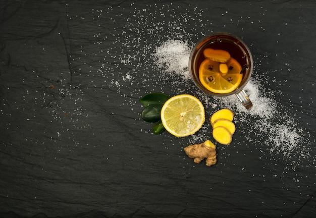 Чай с лимоном и специями