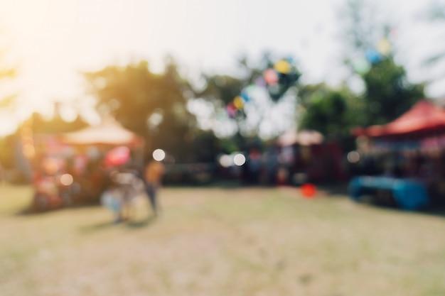 ぼやけた人とシティパークガーデンのお祭りで日光