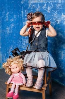 かわいい女の子が写真を撮る