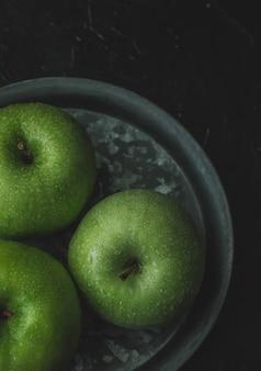 新鮮な青リンゴ、トップビュー。食品のコンセプト