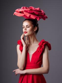 美しい若者モデルのポーズ、美容コンセプト、ファッションポートレート