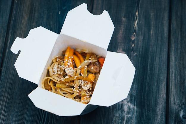 宅配ボックスの中華麺
