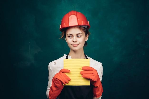 家の掃除、レディスーツ、ゴム手袋の掃除の女性