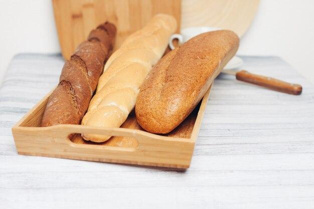 焼きたてのパン、さまざまな種類のパン