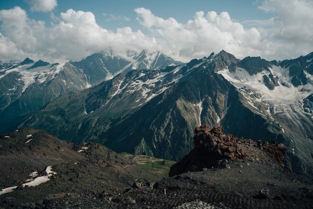 山、コーカサス山脈、ロシア、エルブラス山の美しい自然の風景