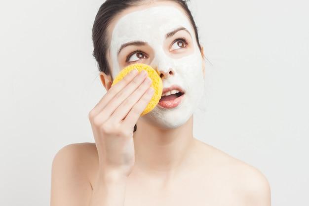 フェイスマスクの女性の肖像画