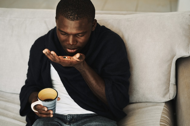 男性の黒風邪、インフルエンザ、ウイルス、病気
