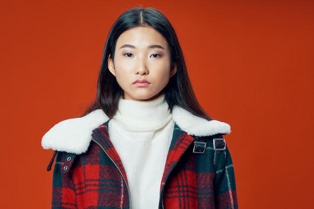 アジアの女性のポーズモデル