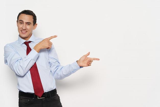 男のビジネススーツの感情