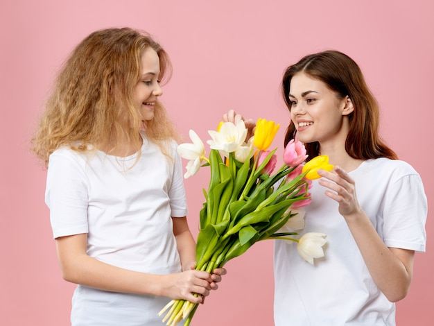 娘は母の日に母に花束を贈ります