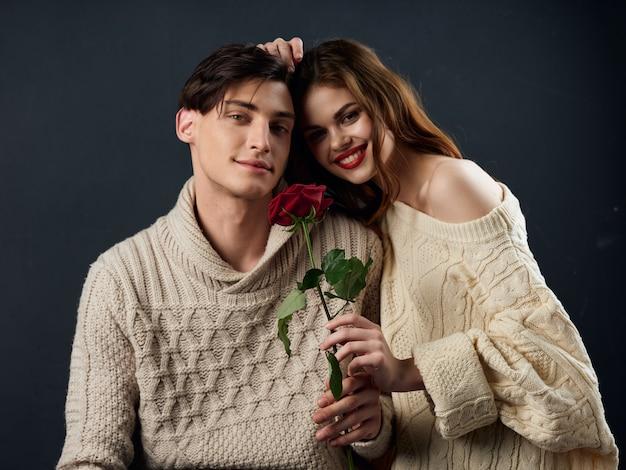 Стильная молодая пара мужчина и женщина, пара моделей