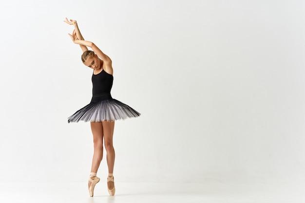 女性バレリーナダンスバレエ