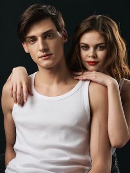 Стильная молодая пара мужчина и женщина