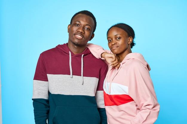 アフリカのカップルのポーズ