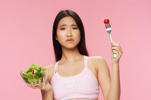 Азиатская женщина не любит салат