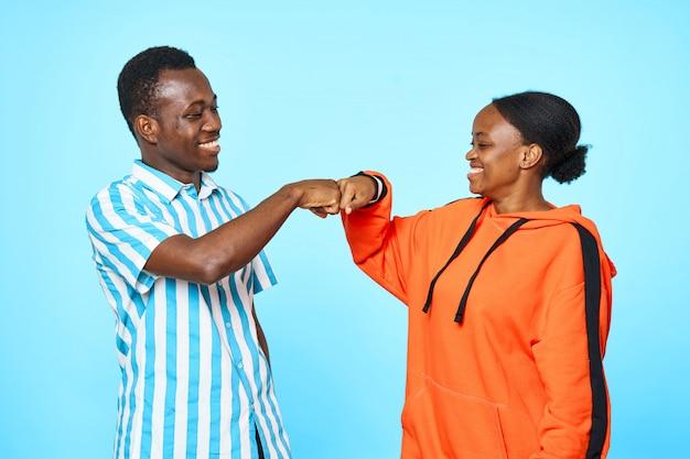Счастливая пара африканских