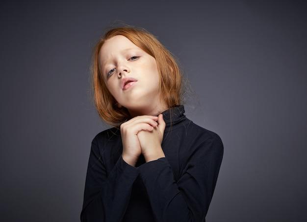 Портрет маленькой рыжеволосой девочки