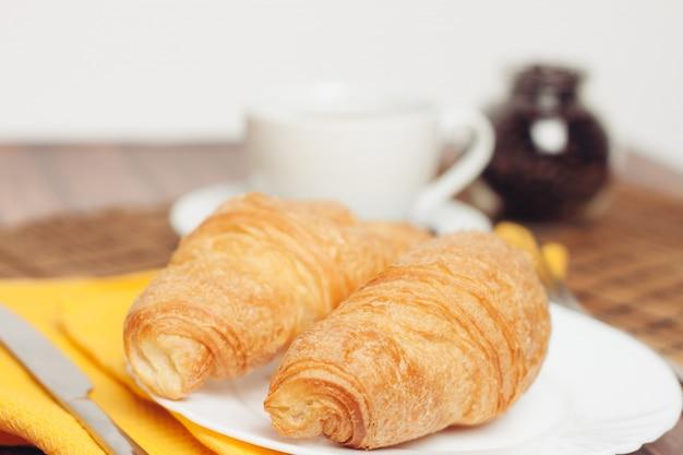 クロワッサン、朝の朝食