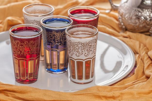Декорированные марокканские чайные стаканы в стиле