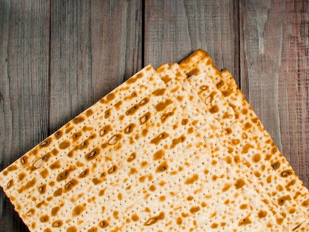 Традиционный еврейский кошерный маззо. семейный отдых песах. весна.