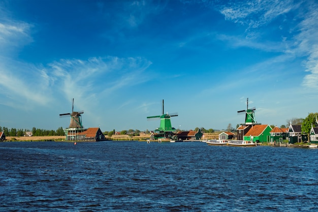 オランダのザーンセスカンスの風車。ザーンダム、オランダ