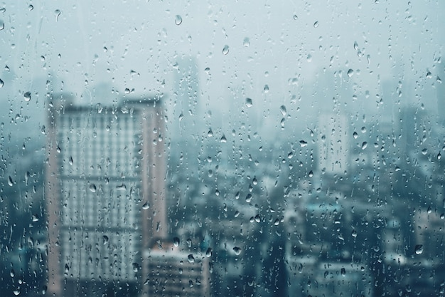 ウィンドウに雨粒