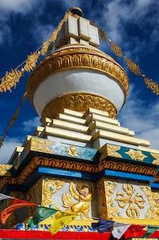 祈りのフラグと仏教のゴンパ