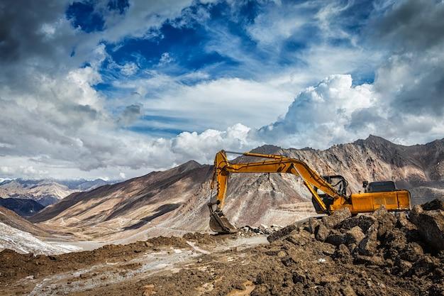 山ヒマラヤの道路建設