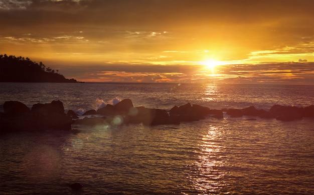 Океан закат панорама. мирисса, шри-ланка
