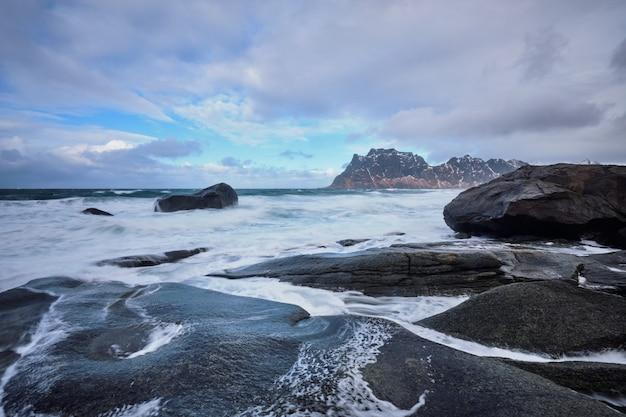 ノルウェーのフィヨルドのビーチ