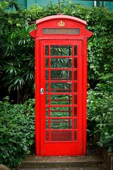 Красная английская телефонная будка