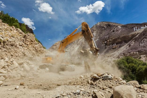 ヒマラヤの道路建設