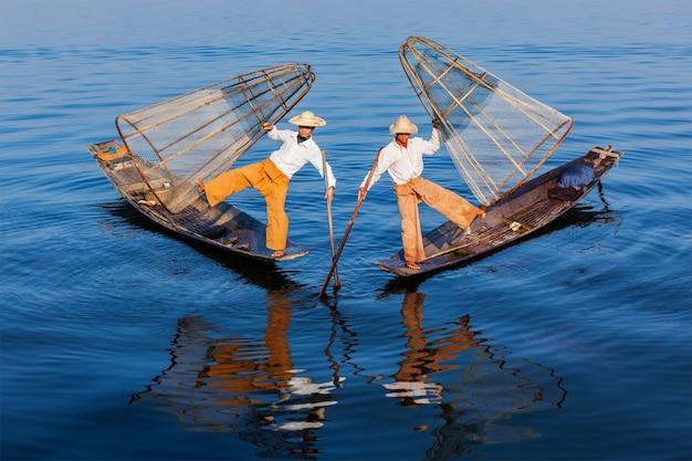 Бирманские рыбаки на озере инле, мьянма