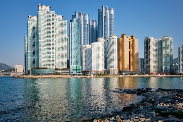 韓国釜山の海洋都市の高層ビル